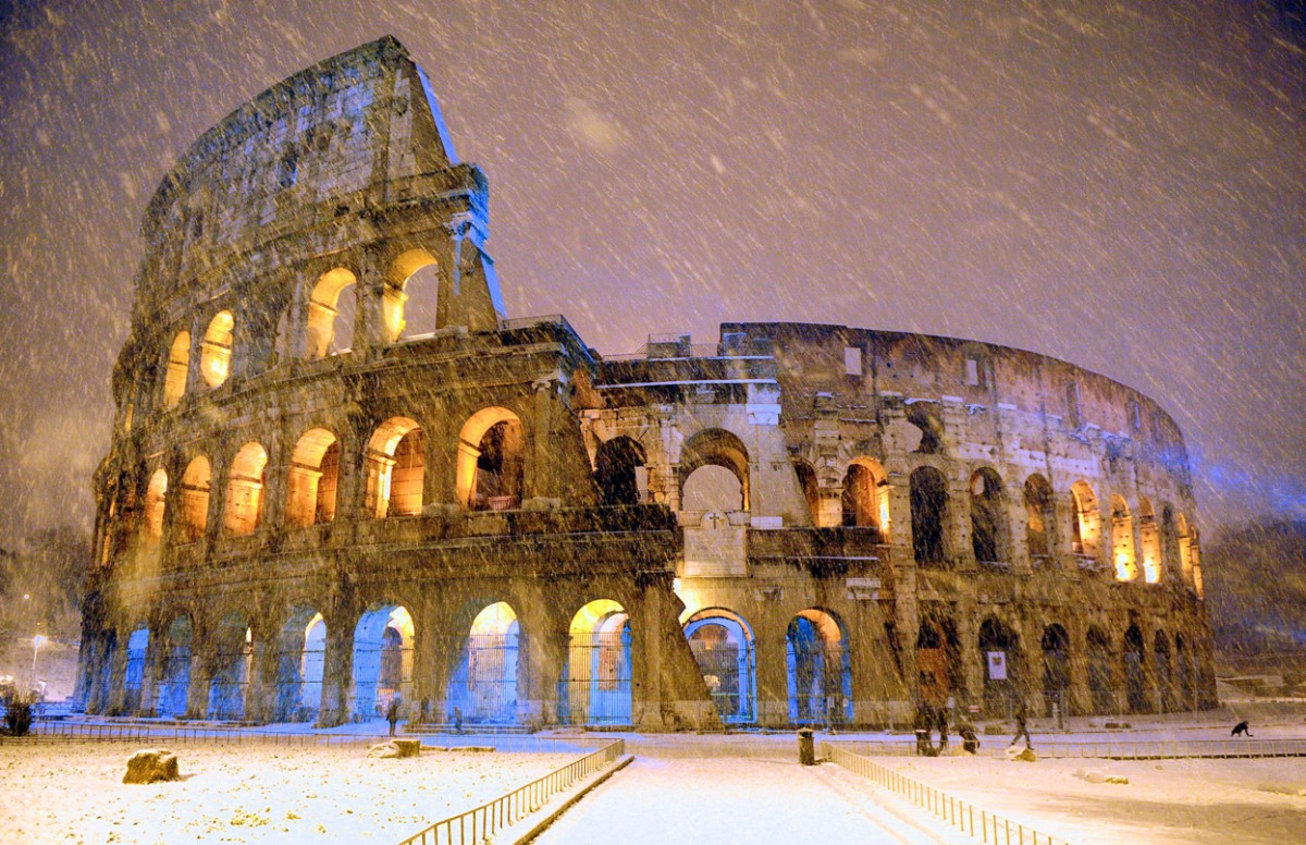 Le Colise de Rome sous la neige